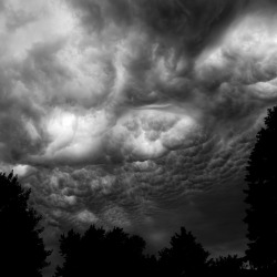 Summer Storm Clouds | Photographer Noah Weiner | via: devidsketchbook.com