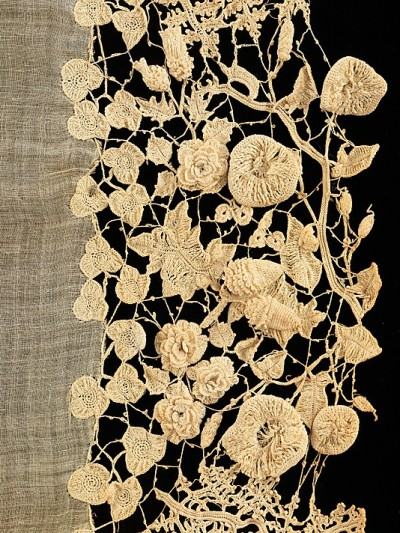 yama-bato:  Irish lace c.1850 lostinfiber:  birdcagewalk / focus-damnit: Irish lace (via The Metropolitan Museum of Art)