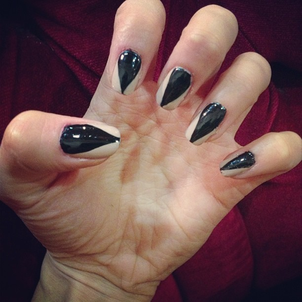 Halloween cat claw nails! Guess who I'm being…
