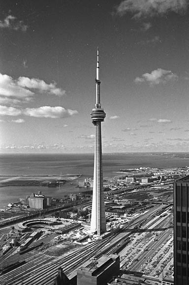 oldcanada: Toronto, ON 1975, CN Tower just before completion