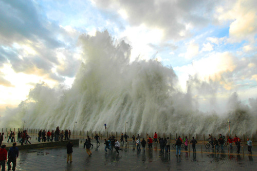 1000scientists:  5 meter waves in Donostia, Spain by Jon Cazenave