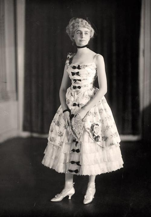 Miss J G Hinkel, unknown date (possibly ca 1915-16?)
