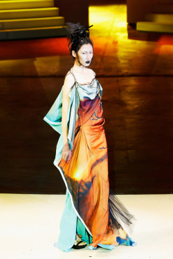 fashionbygettyimages:  SEC Qi Gang at China Fashion Week SS2013. Source: gettyimages.com