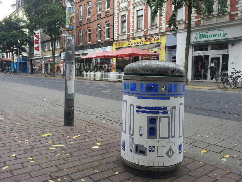 … when you walk down a street in Germany and find R2 ^_^