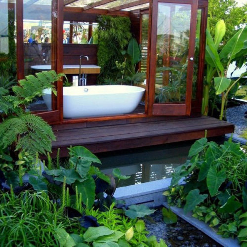 urbangreens:  Interesting bathroom… via thestyleaddict