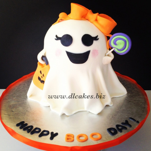 Cute lil' halloween cake for my lil' sister :)