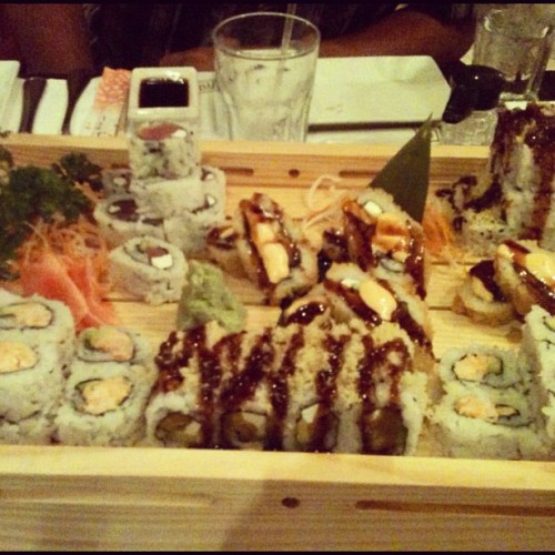 Jartera incoming — #food #sushi #piggingout #condado #halloween #night #saturday #ilovesaturdays #hangingout #chillin  (at Tayzan Chinese & Japanese Cuisine)
