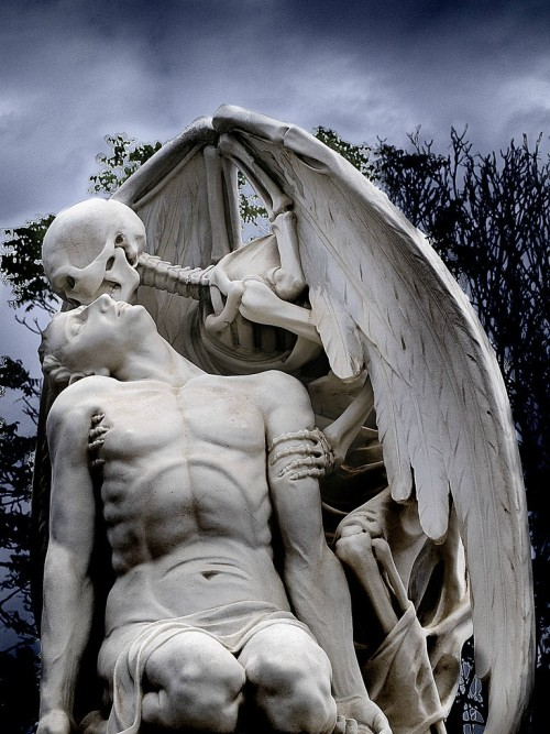 Kiss of Death Statue!