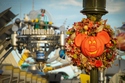 disneyforeverlives:  It's Autumn in Tomorrowland, too! by Vanessa Guzan on Flickr.