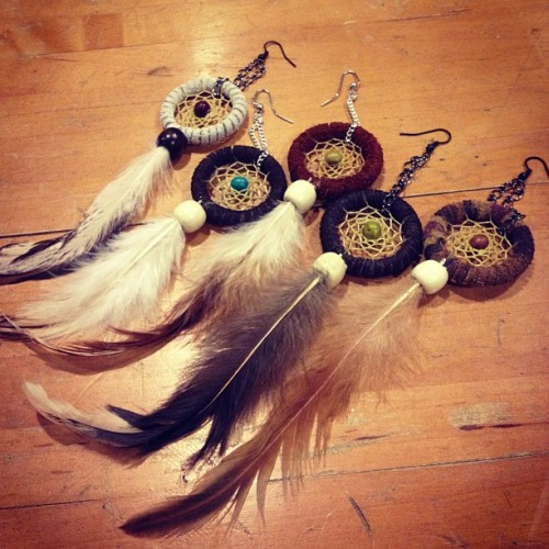 Hi. I made earrings. #earring #dreamcatcher #whatitdo #feather 💁