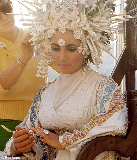 merplot:  When you're looking up 1960s haircuts and this pic of Liz Taylor comes up and you realize DAT'S KANZASHI
