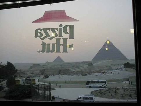 coolgreenapple:  who would've thought that they'd build one of the wonders of the world right next to some pyramids