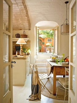 myidealhome:  roomy rustic kitchen (via Pinterest)