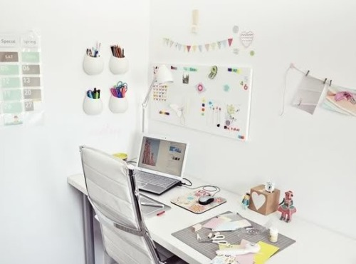 myidealhome:  girly workspace (via Pinterest)