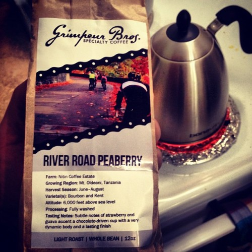 Morning fuel @grimpeurbros #RiverRoad nü bag ~ #coffee #singleorigin #peaberry