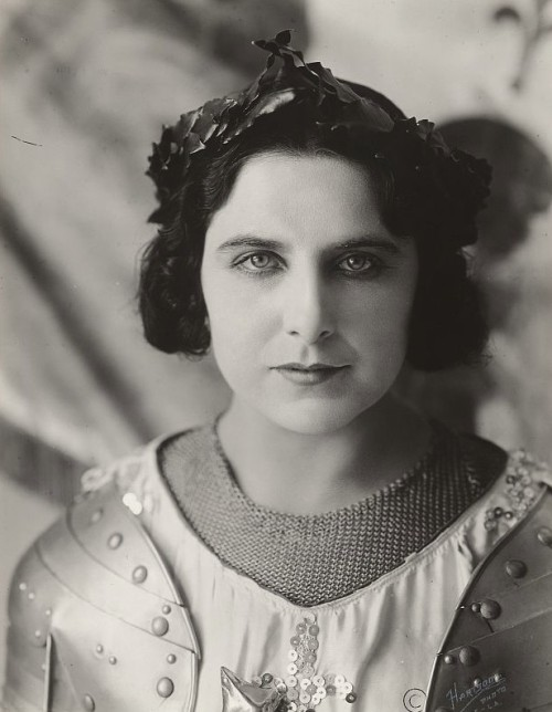 carolathhabsburg:  American actress and soprano Geraldine Farrar. Rumor says she had a hot affaire with Kronprinz Wilhelm von preussen, previous and during his marriage with the gorgeous Cecilie von Mecklenburg- Schwerin.