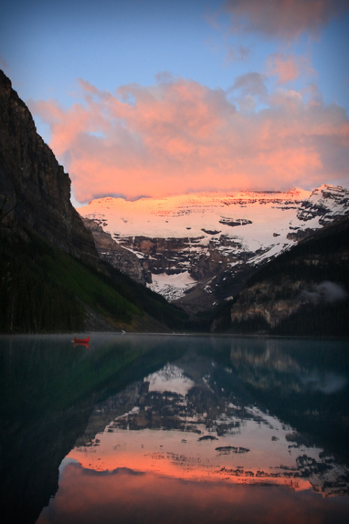 definitelydope:  Lake Louise Canada (by Litchi)
