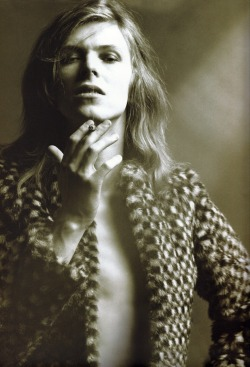 bowiedresses:  his coat <3