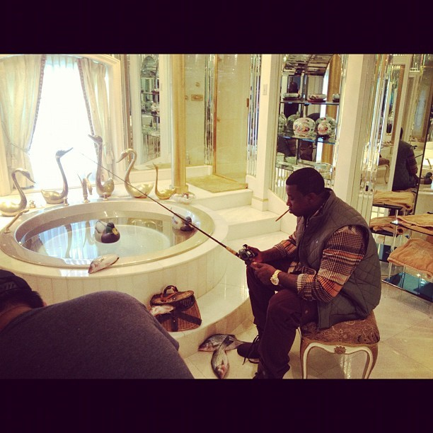 rapperzoninstagram:  Gucci Mane @laflare1017: Bored at the crib #fishscale