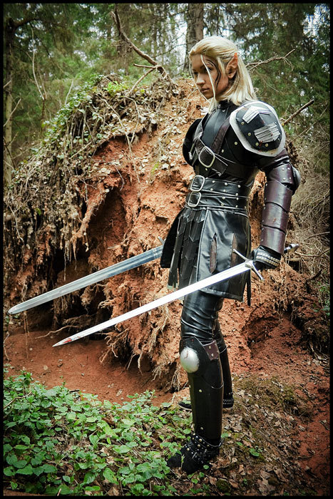 art-of-swords:  Swords in Cosplay Dragon Age:Origins-Assassin by ~love-squad