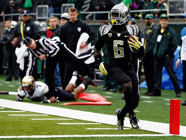What a day for Oregon. De'Anthony Thomas (pictured) and the Ducks ran all over Colorado in a 70-14 victory. Oregon didn't throw a pick or allow a sack while the offense amassed 418 rushing and 622 total yards. (Jonathan Ferrey/Getty Images) GALLERY: Top 25 College Football Review