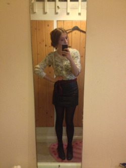 What I wore today Primark cream knitted jumper, vintage leather skirt, curtain tie belt, vintage leather lace up boots