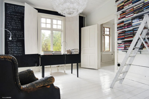 Source: La Maison d'Anna G Chalkboard feature wall anyone??