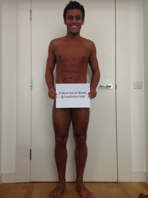 Tom Daley continues to taunt his [gay] fans. Grrrr.  {pic via Daley's FB page)