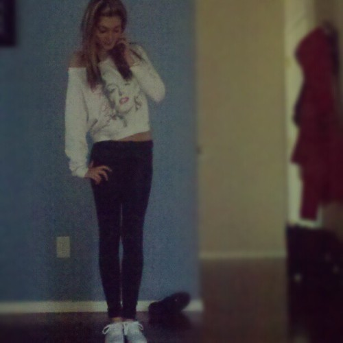 I look stupid but, #ootd. #marilynmonroe #leggings #whiteshoes #october28 #ashleysage