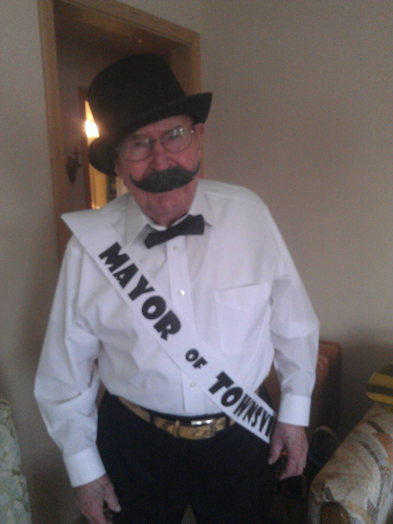 "heyfunniest:  ""My 91 yr old grandpa decided he'd be the Mayor from the Powerpuff girls for Halloween.""  THIS BLOG. THIS!"