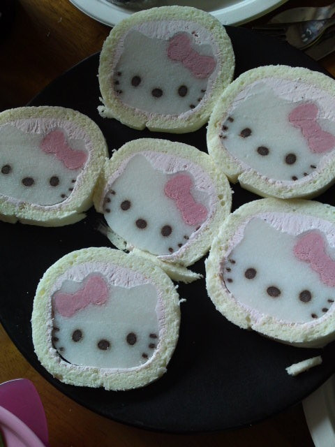 hello kitty cake roll :D