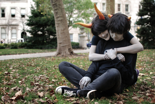 katspaw:  kdoranphoto:  Halloweenstuck 2012: Preview  Karkat Vantas | Gamzee Makara  screams a lot kacie help this is beautiful