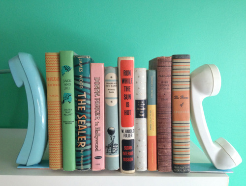 Add a little vintage to your shelves with these DIY retro phone bookends. Taking plastic on a second run. We love it. Tutorial from A Beautiful Mess, here. - Team Forrage