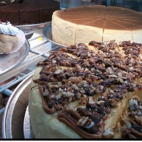 #munchies #turtle #cheesecake (at Ace Bakery)