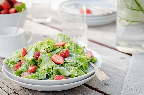 strawberry salad Follow please :) —> http://somuchawesomestuff.tumblr.com