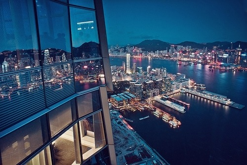 cool view of city at night Follow please :) —> http://somuchawesomestuff.tumblr.com