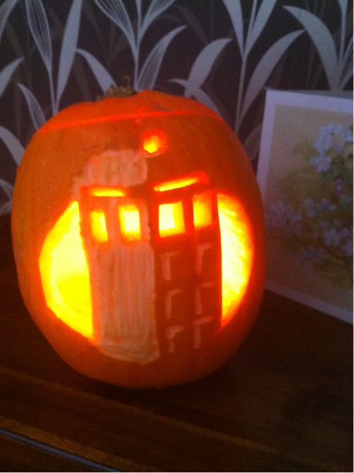 tommy4eyes:  My TARDIS pumpkin! Geronimo!  Doctor Who Pumpkins for Wholloween