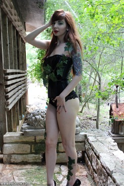 "My halloween pictures are up now "" Poison Ivy""  :Pand you guys are getting the video on wednesday this week so you can enjoy on halloween <3  —> IvySnow.com"