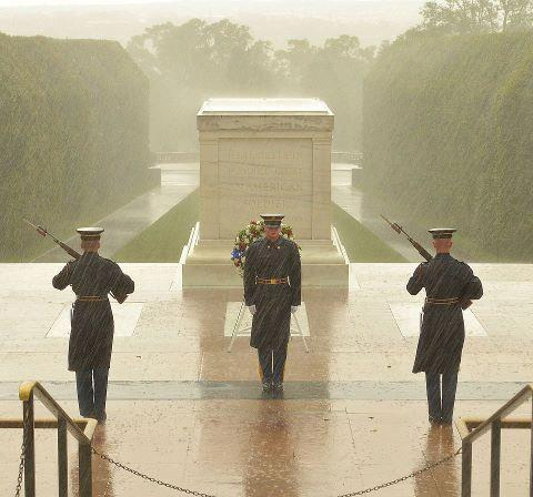Amazing photo of soliders guarding the Tomb of the Unknown Solider in Washington, D.C. during Hurricane Sandy. Update: Unfortunately, it's old. Read more.