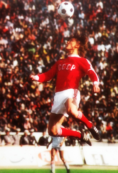 Football in the air. Oleg Blokhine. (1976).