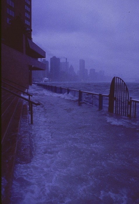 thedailywhat:  Hurricane Sandy Flooding Pic of the Day: New York City's East River is starting to flood. This apocalyptic shot is courtesy TDW reader Ariel. [midnightlibertine]