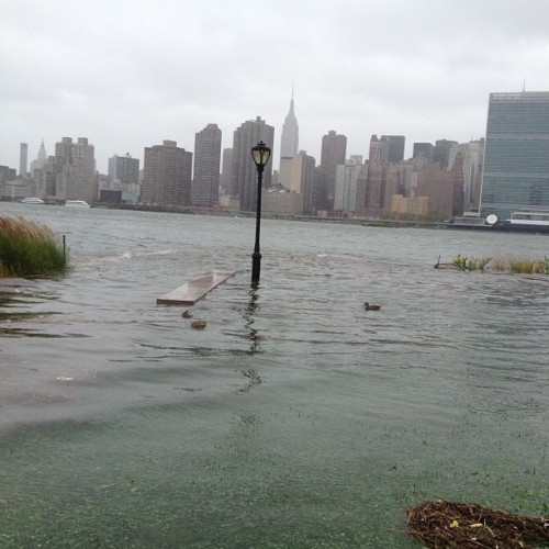 Long Island City today.  afe, dry! 2h zarenina (via Photo by randifmarshall • Instagram)