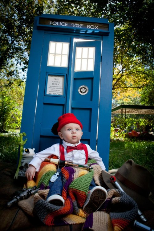 laughingsquid:  iDoctor Who Themed Family Photos Taken by Robin Gatti Photography
