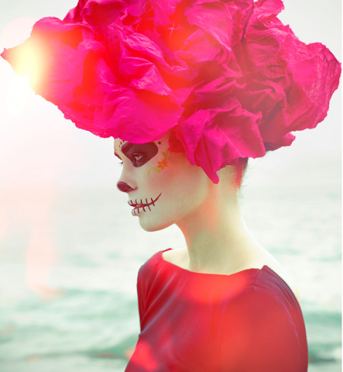 lulufrost:  A rosy Day of the Dead Photography:  Lucyna Bakowska