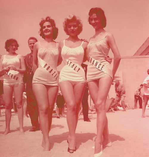 theniftyfifties:  1957 Miss Universe contestants.
