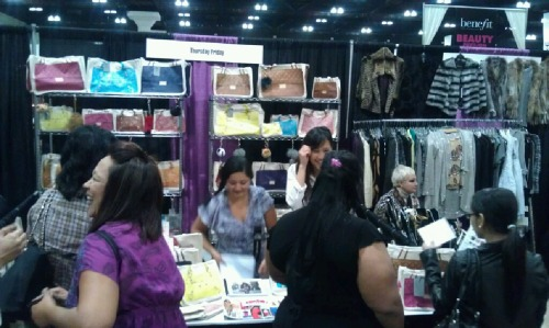 We had a great time at the LA Women's Expo this past weekend! As one of the more popular booths, it was fun seeing everyone's reaction upon seeing our bags!