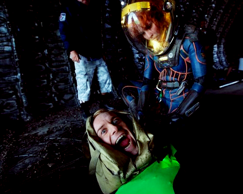 gingerhaze:  noomirapace:  Noomi and Fassbender on the set of Prometheus  David no  <3