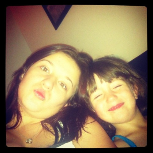 I look fat as out and no make up but chillin with my beautiful niece!<3
