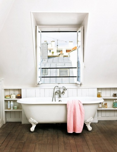 ruemag:  No day could ever end badly if this tub was in the picture.  {image}