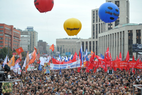 "anarcho-queer:  Russian Communist Party Announces 'Protest Revolution' The Russian Communist Party (KPRF) has announced its intent to lead a nationwide protest movement, urging ""proletarians and patriots"" to unite. The KPRF has refused to join with other opposition parties, particularly the recently created Opposition Coordination Council. The Opposition's Coordination Council was elected through online voting earlier in October, and is headed by an anti-corruption blogger Aleksey Navalny. Other representatives of the 45-member council include figures like popular writer Dmitry Bykov, environmental activist Yevgeniya Chirikova and Left Front leader Sergey Udaltsov, who was charged last week with conspiracy to organize mass riots. ""If the [Coordination Council] continue to pursue an unnatural liberal course for our country, they won't be able to deceive our citizens again. They are not an opposition,"" KPRF leader Gennady Zyuganov told journalists. The KPRF is confident that as tensions grow ""between labor and capital,"" various political forces are exploiting mass protest to their own ends. The Communist Party believes these forces are ""clearly provocative,"" and foreign-sponsored."